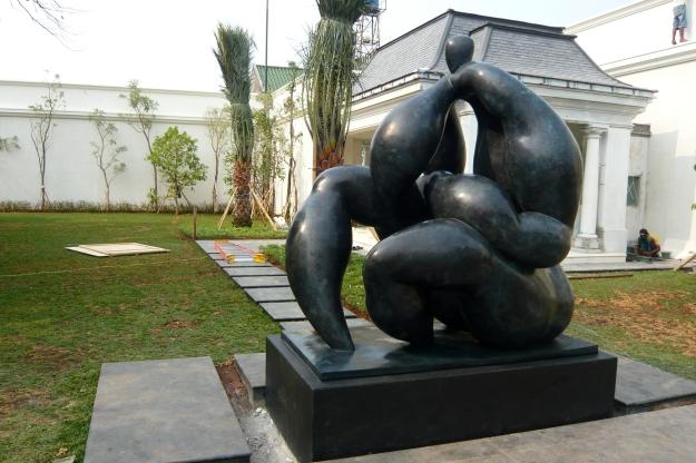 Mother Earth, 2011, Bronze, 217Hx152Wx212D