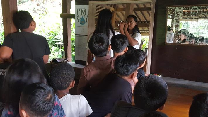 "Kenyut during his presentation to children of ""I Love Me - the Selfie Project"" at Tepi Sawah Festival. Image Richard Horstman"