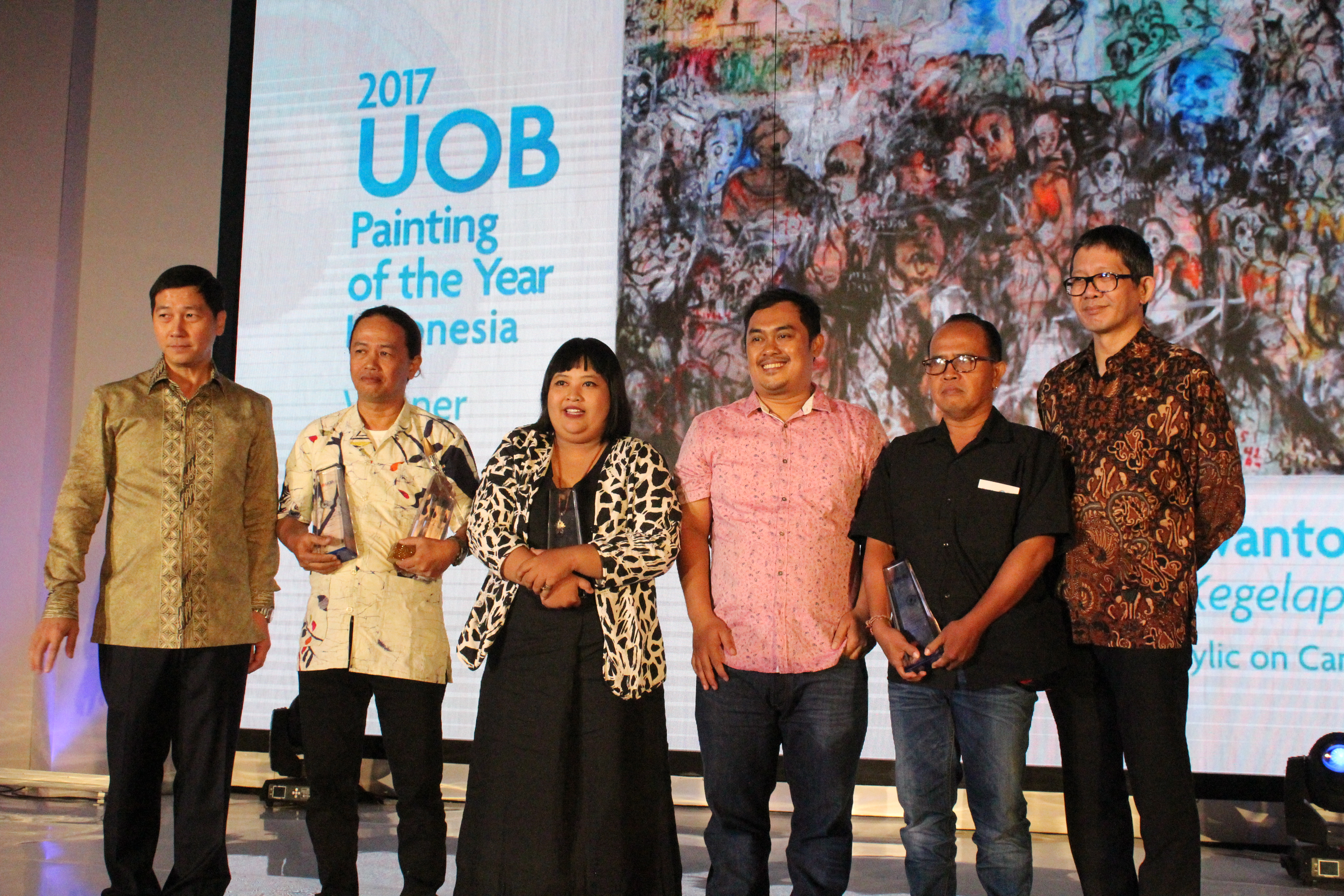 Citra Sasmita, third from the left, at the UOB Painting of the Year Award Ceremony