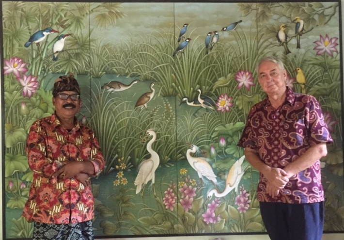 Art patron Colin McDonald with Lodtunduh bird artist Ketut Rudi (left)