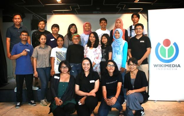 "participants in the ""puan empu seni edit-athon"" at rumah sanur"