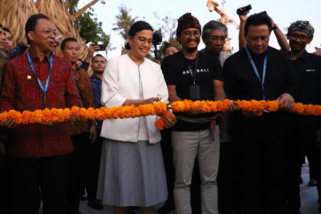 sri mulyana, heri pemad & triawan munaf during the official opening of art bali - image courtesy of art bali