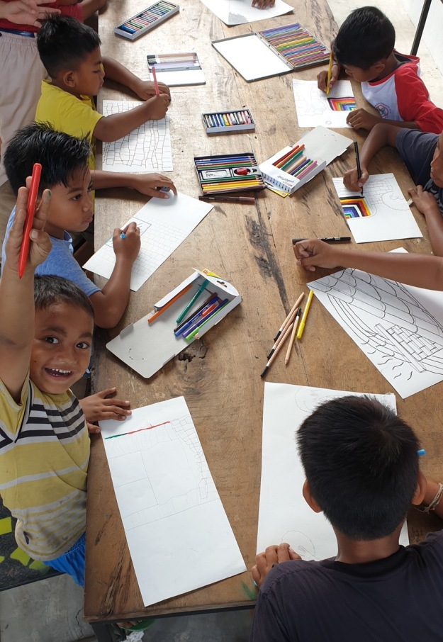 Balinese children enjoying research drawing workshop conducted by German art therapy student Nele Gruender at Kulidan Kitchen 11 August 2019- Image Richard Horstman